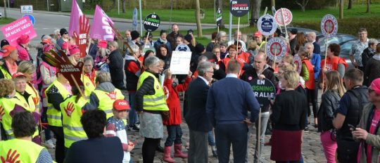 Politikere deltog i glad demonstration
